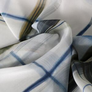 Tissu Imprimé Tartan Georgette Blanc, Bleu en Soie pour Chemise, Robe.