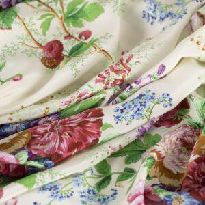 Tissu Imprimé Fleurs Crêpe de Chine Beige, Rose en Soie pour Chemise, Jupe, Pantalon, Robe.