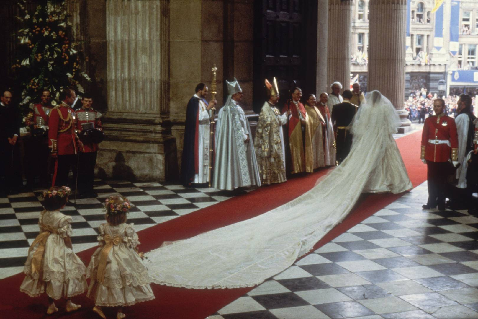 bridal gown of Diana Spencer