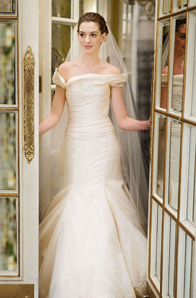 Anne Hathaway in Vera Wang wedding dress - Bride Wars