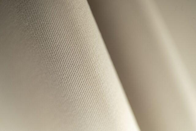 Tissu gabardine tridimensionnelle beige craie en coton stretch
