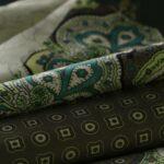 Tissu Imprimé Patchwork Vert en Viscose pour Jupe, Pantalon, Robe.