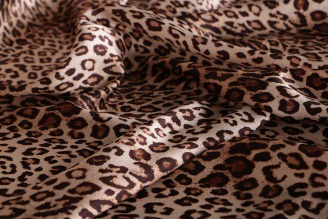 Tissu imprimé à motif animalier en pure soie | new tess