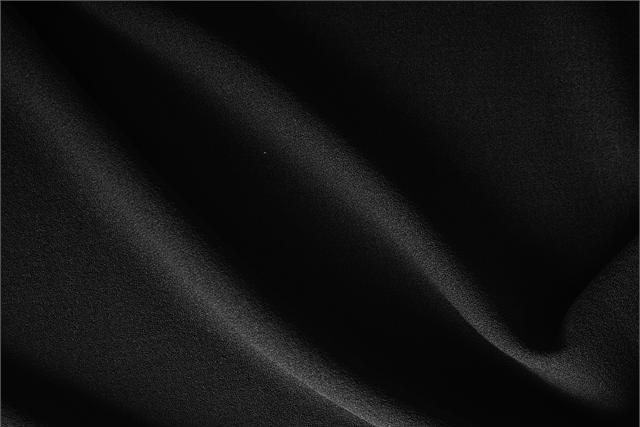 Acquista online il nostro tessuto per abbigliamento, sartoria e moda Crepella di Lana Nero, Made in Italy. - new tess