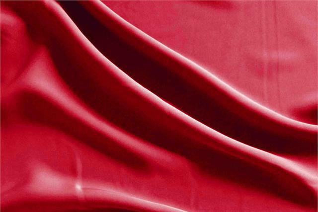 Buy online our clothing and fashion fabric Microfibra Fluida Campari. - new tess