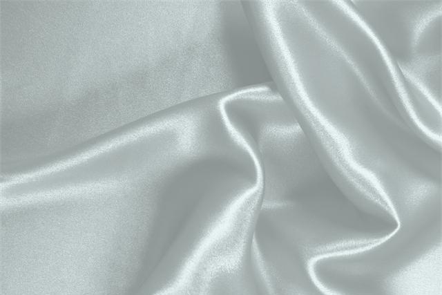 Acquista online il nostro tessuto per abbigliamento, sartoria e moda Crêpe Satin Blu 'Fonte' in Seta, Made in Italy. - new tess
