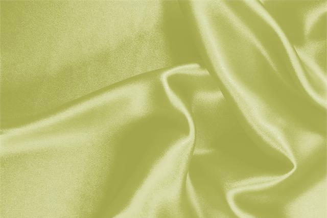 Acquista online il nostro tessuto per abbigliamento, sartoria e moda Crêpe Satin Verde 'Lime' in Seta, Made in Italy. - new tess