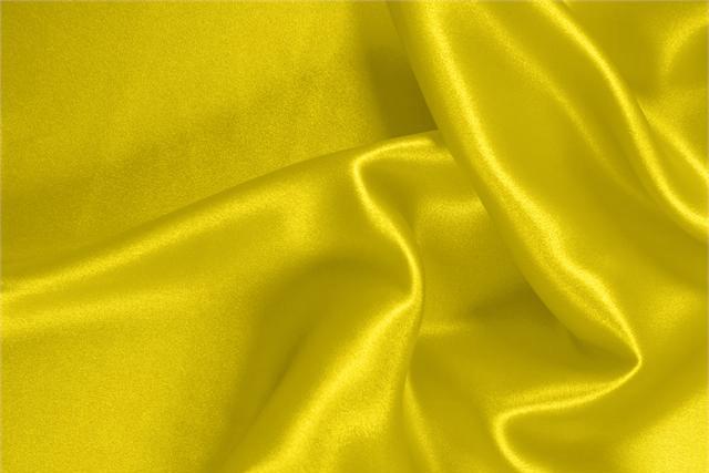 Acquista online il nostro tessuto per abbigliamento, sartoria e moda Raso Stretch Giallo 'Limone' in Seta, Stretch, Made in Italy. - new tess