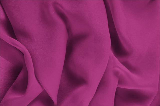 Acquista online il nostro tessuto per abbigliamento, sartoria e moda Georgette Viola 'Iris' in Seta, Made in Italy. - new tess