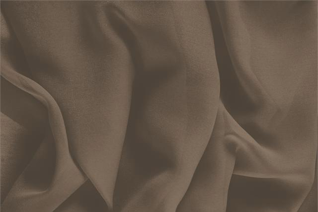 Acquista online il nostro tessuto per abbigliamento, sartoria e moda Georgette Marrone 'Sigaro' in Seta, Made in Italy. - new tess