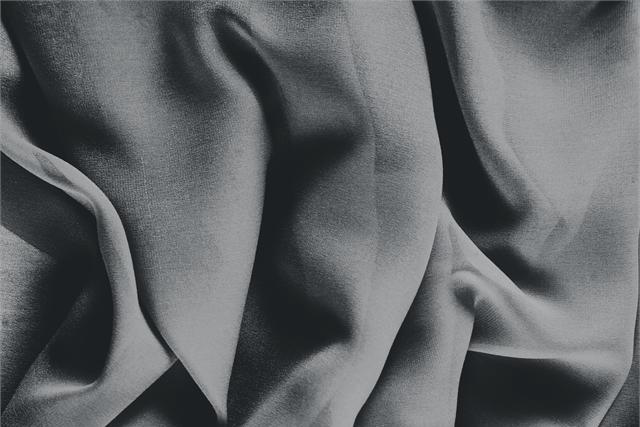 Buy online our clothing and fashion fabric 'Antracite' Gray Silk Georgette, Made in Italy. - new tess